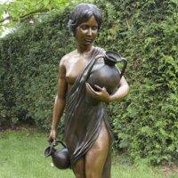 Bronze-Figur als kunstvolle Gartendekoration