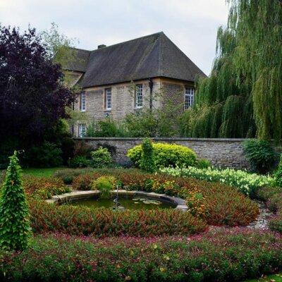 Brunnen in einem englischen Garten