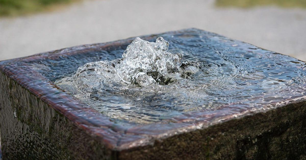 Gartenbrunnen aus stein selber bauen 20 moderne ideen for Gartenkuche aus stein selber bauen