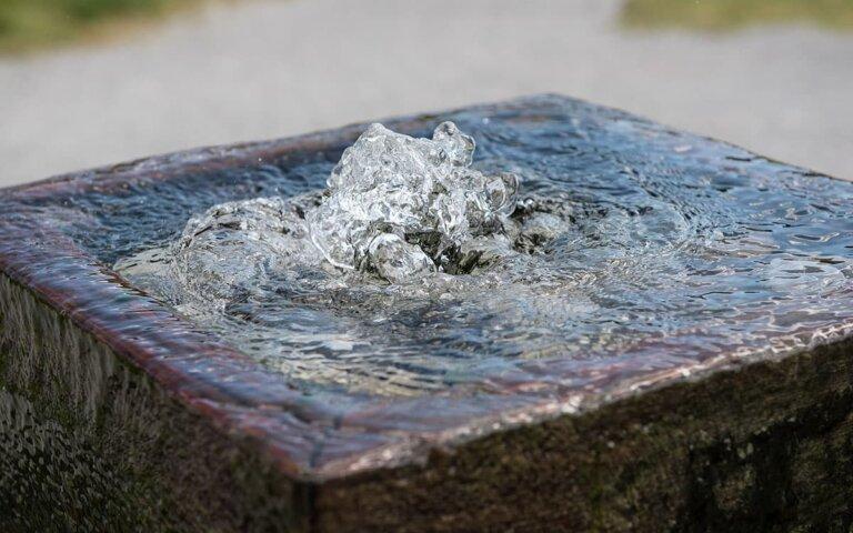 Gartenbrunnen aus Stein selber bauen