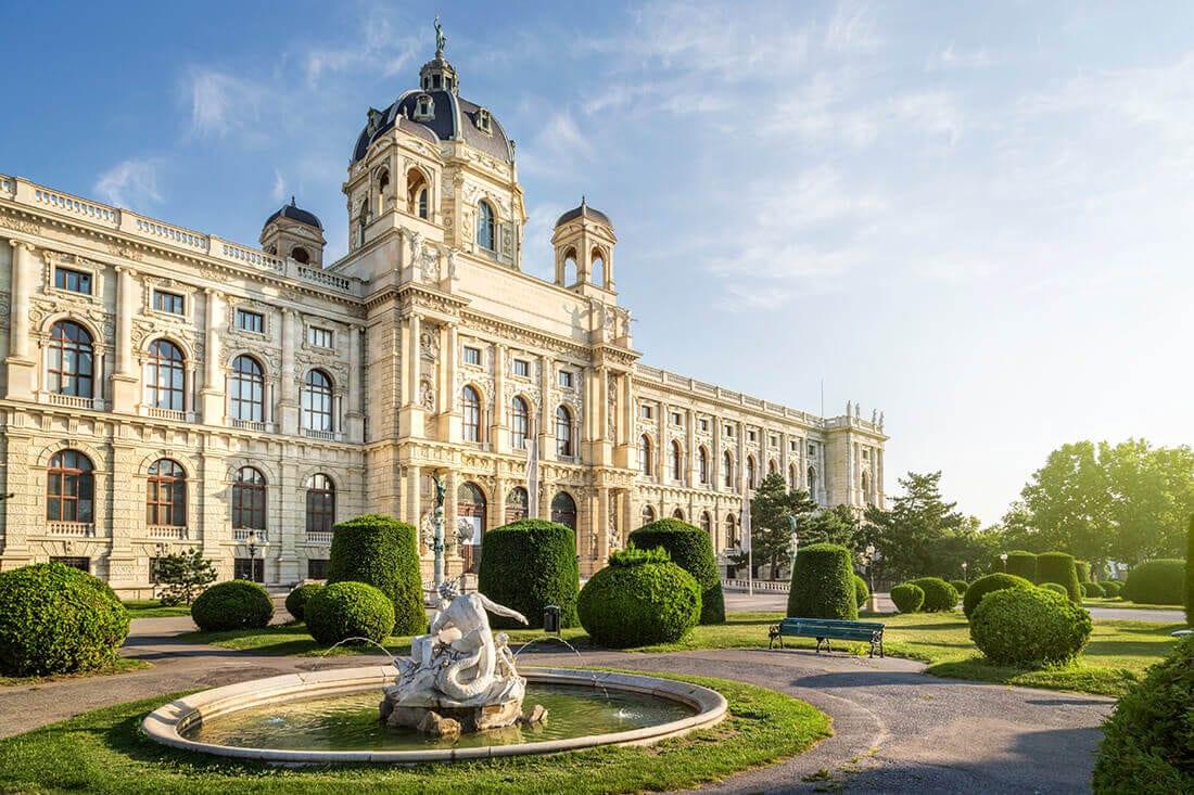 Springbrunnen vor dem naturhistorischen Museum in Wien