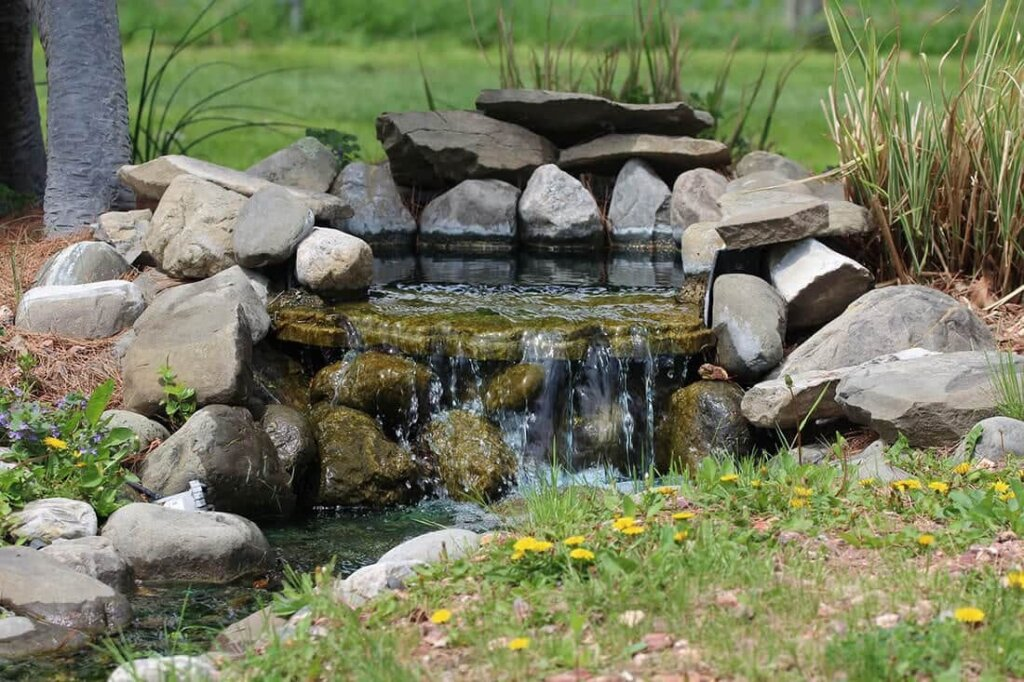 Wasserfall Im Garten Als Brunnen