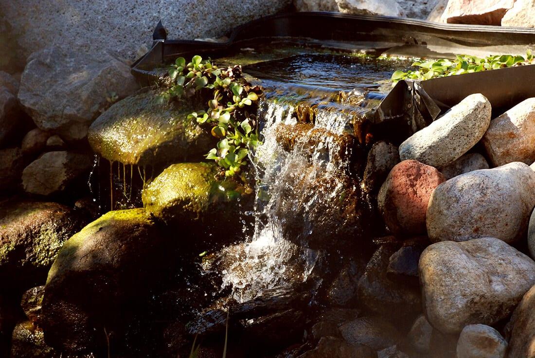 Wasserfall Im Garten Als Brunnen Tipps Zum Selberbauen Anleitung