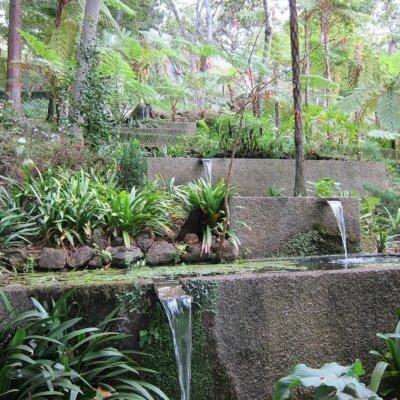 Wasserfall aus Stufenblöcken