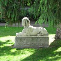Sphinx als Dekoelement im Garten