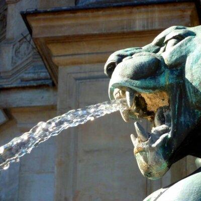 Drache als Wasserspeier