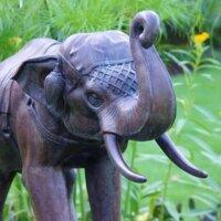 Thailändischer Elefant als Gartenskulptur