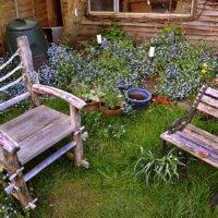 Dekoration findet auch im kleinen Garten Platz