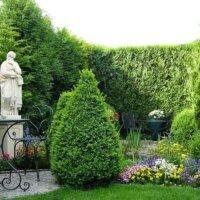Gartendekoration im kleinen Garten