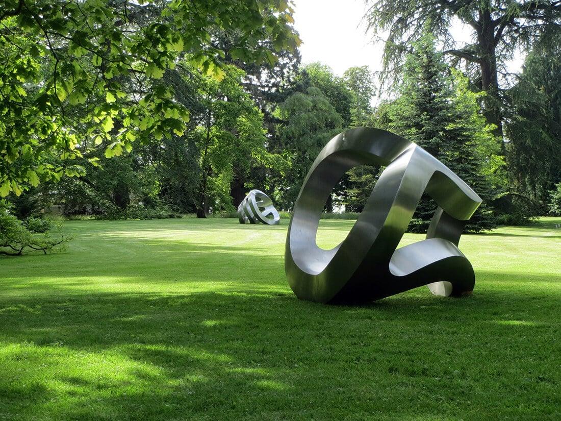 Moderne Skulptur aus Metall (art-1145342_1920)