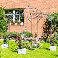 Einfacher Pavillon aus Metall im Garten.
