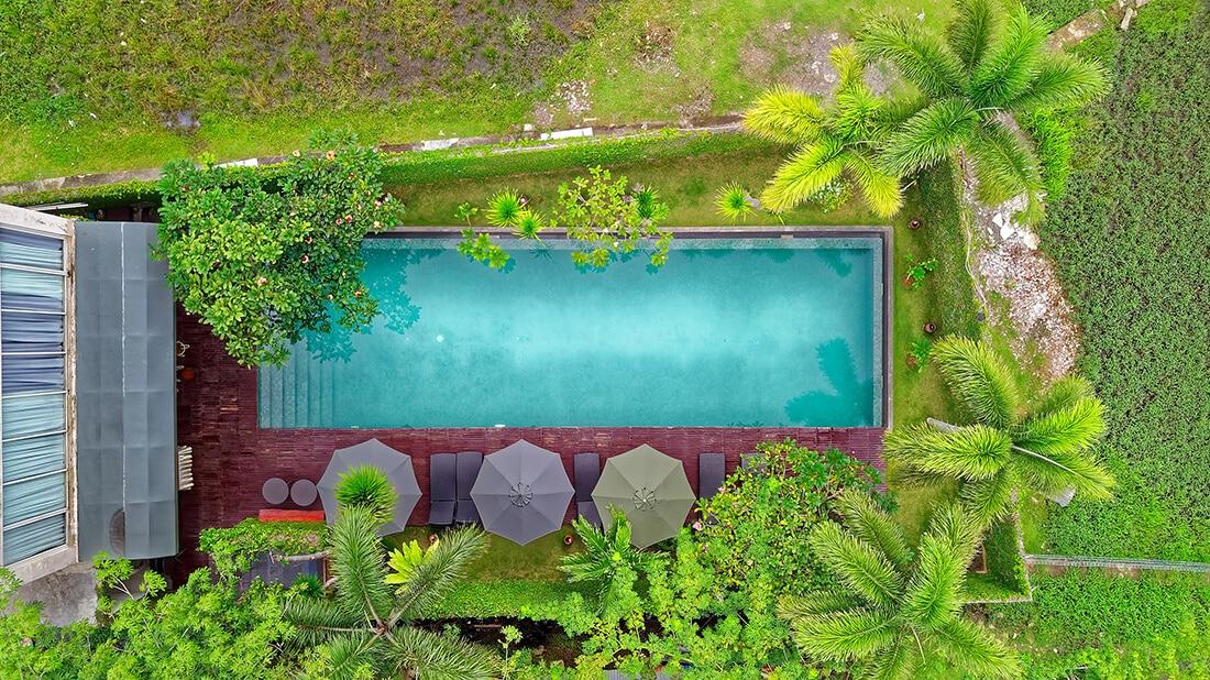 Haben Sie nur begrenzt Platz, ist ein Naturpool oder ein Swimmingpool eventuell eine Alternative.