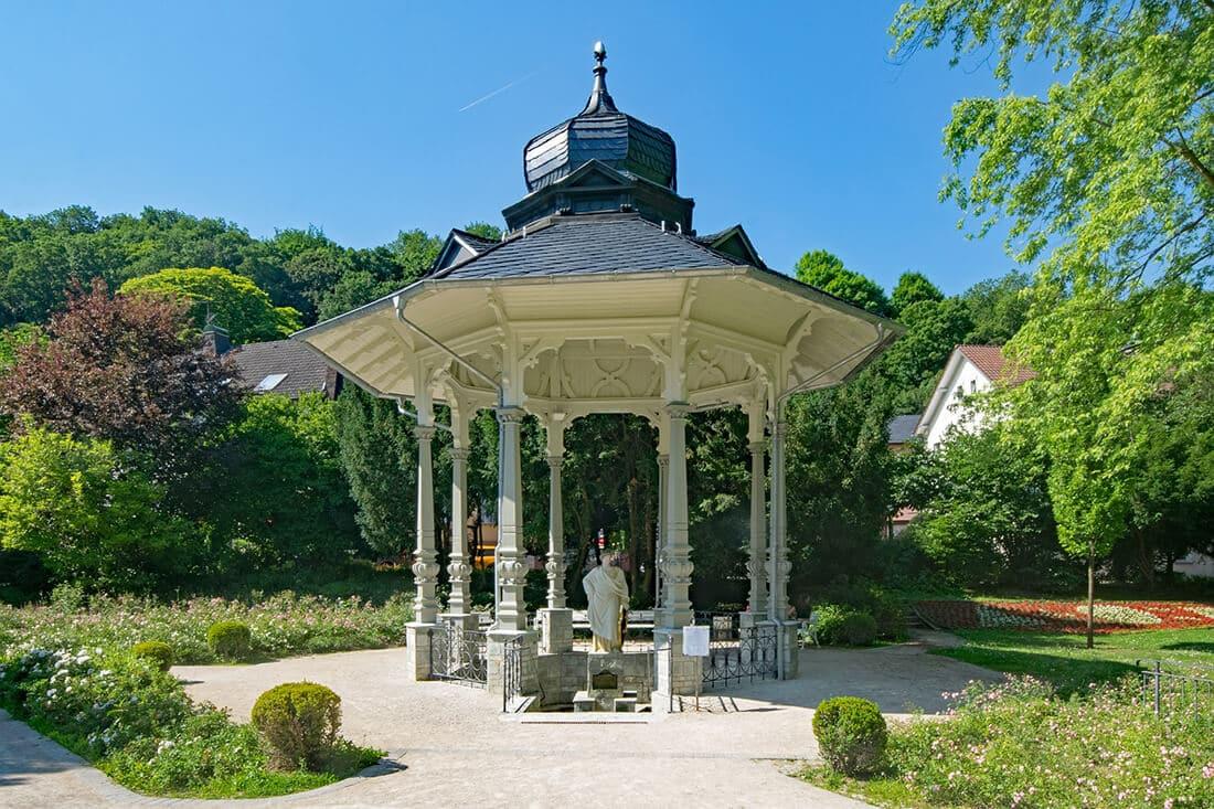 Gartenpavillon in historischer Form.