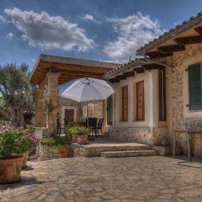 Mediterrane Terrasse aus Naturstein