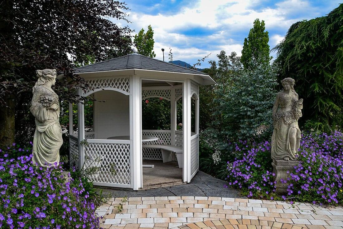 Gartenpavillon aus Holz, Metall & Alu - Gartentraum.de