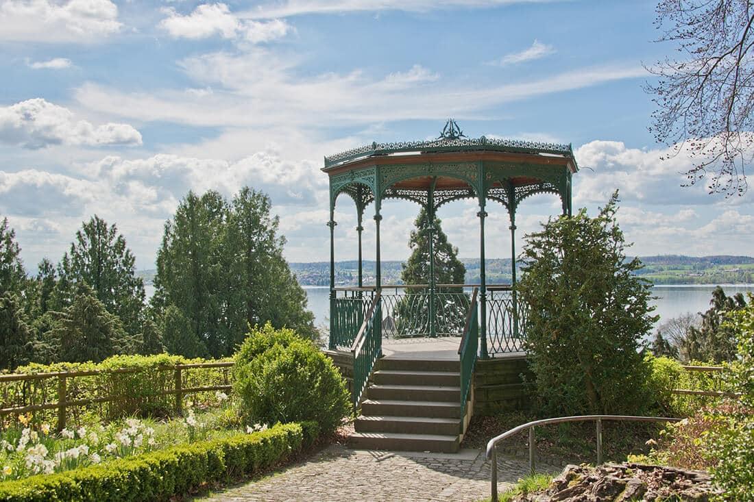 Gartenpavillon mit Ausblick.