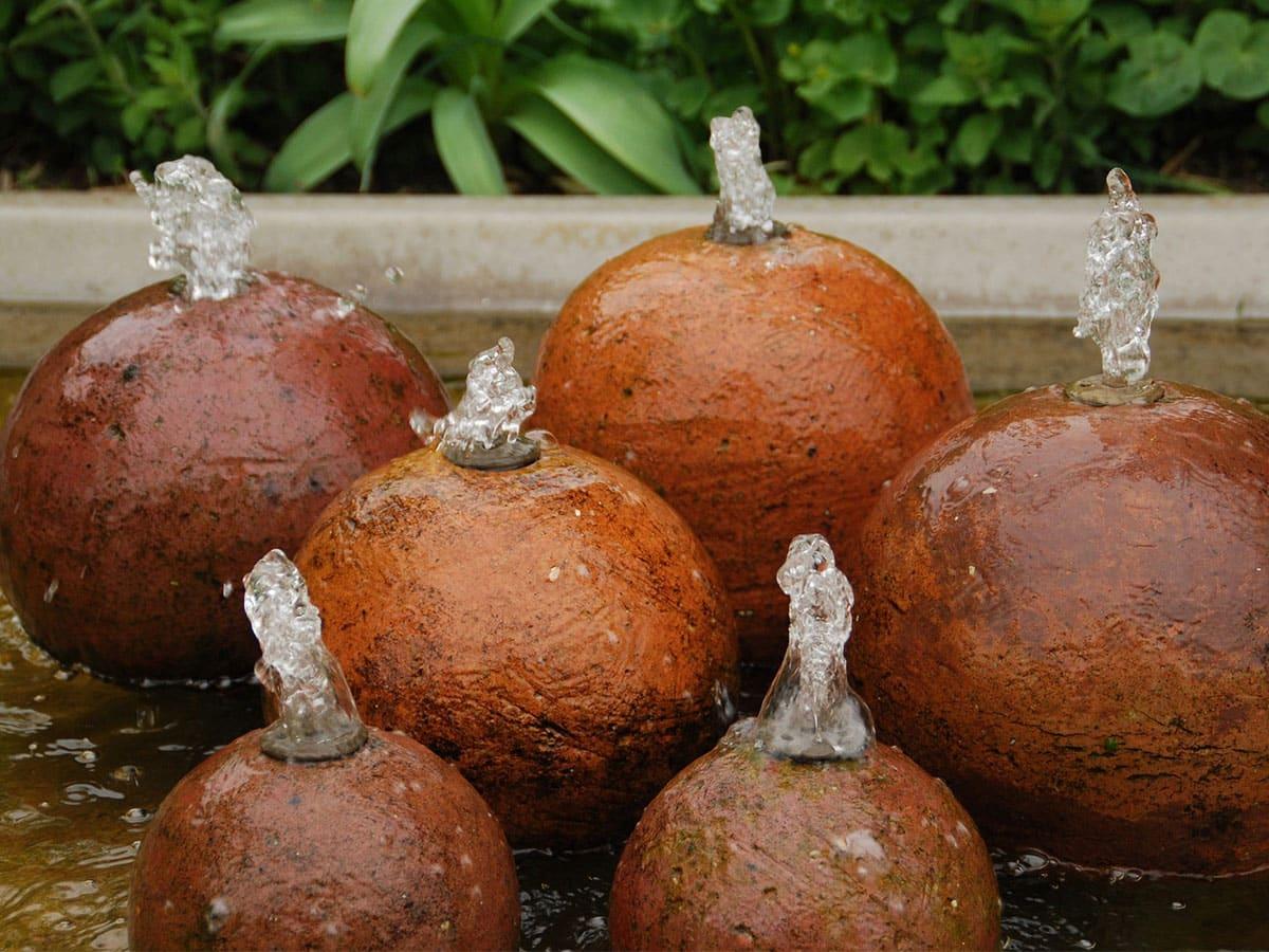 Quellstein im Garten selber bauen - mit Findling, Teich ...