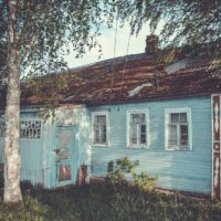Altes Gartenhaus in Hellblau