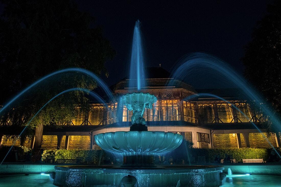Beleuchteter Brunnen