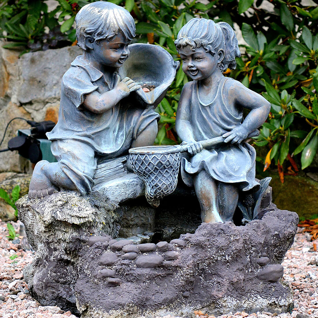 Gartenfigur Kinder am Brunnen