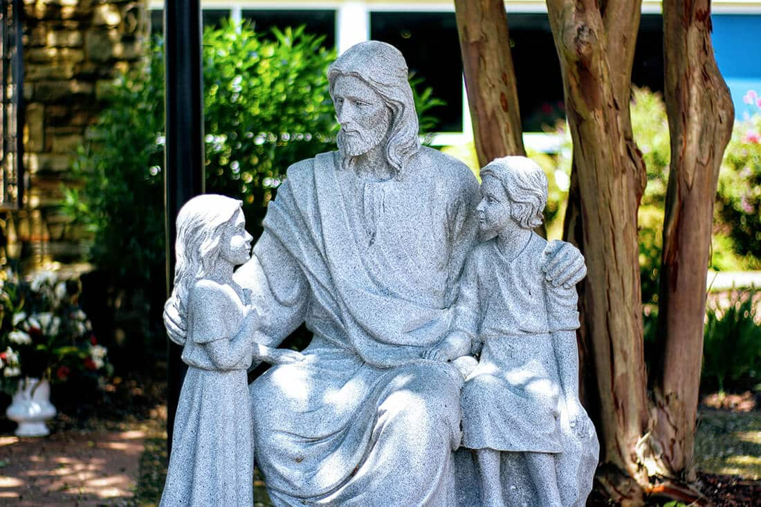 Jesus-Skulptur aus Stein