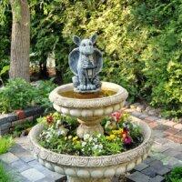 Kaskadenbrunnen mit Gargoyle