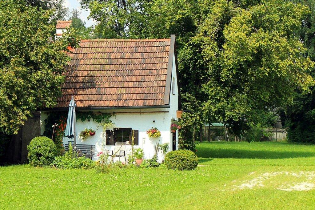 Extrem Gartenhaus selber bauen - Kosten-Überblick, Bauanleitung & Beispiele YE33