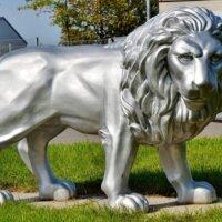 XXL-Löwe in Silber