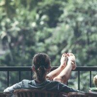 Balkon mit Metallgitter