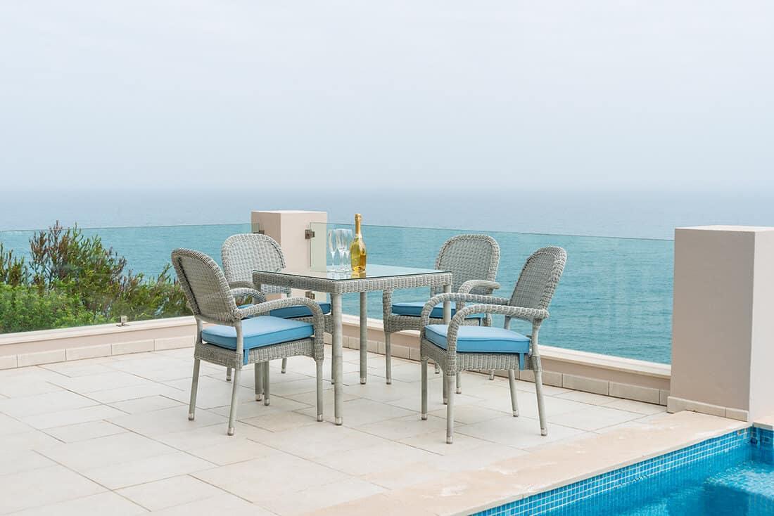 Balkon mit Natursteinboden