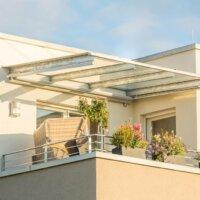 Bepflanzter Balkon in der Abendsonne © schulzfoto - Fotolia.com