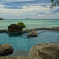 Natürlicher Pool auf Balkon in Urlaubsland