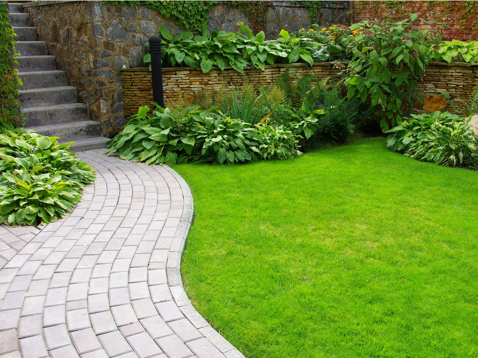 Top Gartenweg anlegen & gestalten | Ideen mit Kies, Pflastersteinen & Co. QA81