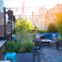 Dachterrasse als Highlight in der Großstadt © Shutterstock.com - goodluz