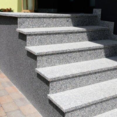 Mit Granitplatten ausgekleidete Treppe © Shutterstock.com - U.J. Alexander