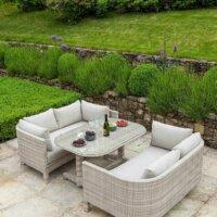 Bänke-Sitzgruppe-mit-Tisch-im-Garten © Boruk Gartenmöbel
