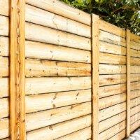 Zaun-Wand-aus-Holzbrettern © Viculia - Depositphotos.com