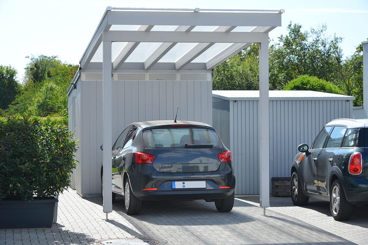 Schmaler Carport mit Pultdach