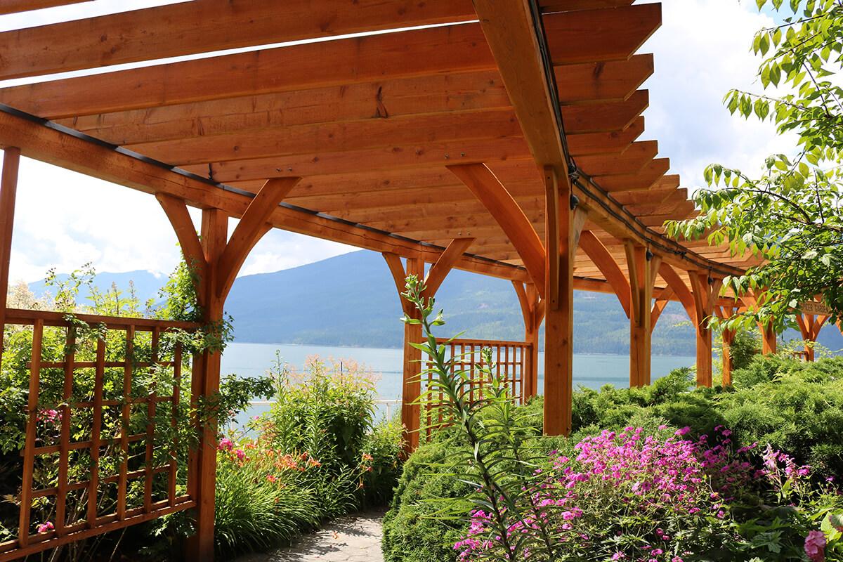 Pergola aus Holz als Terrassenüberdachung