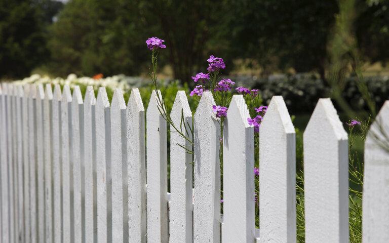 Gartenzaun selber bauen ▷ Anleitung & 25 Top-Ideen im Überblick