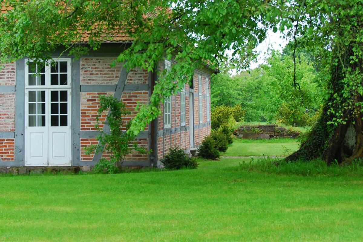 Rollrasen im Cottage-Garten