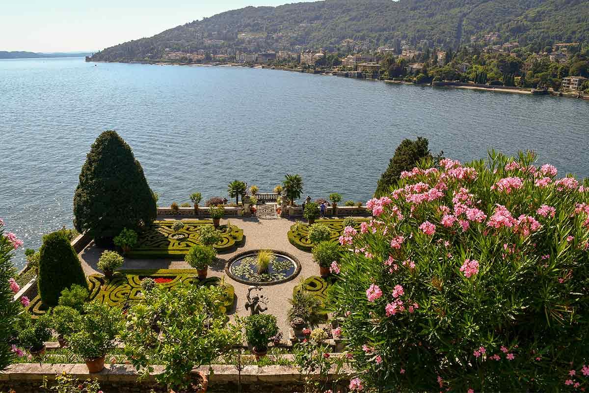 Mediterraner Garten mit Oleander