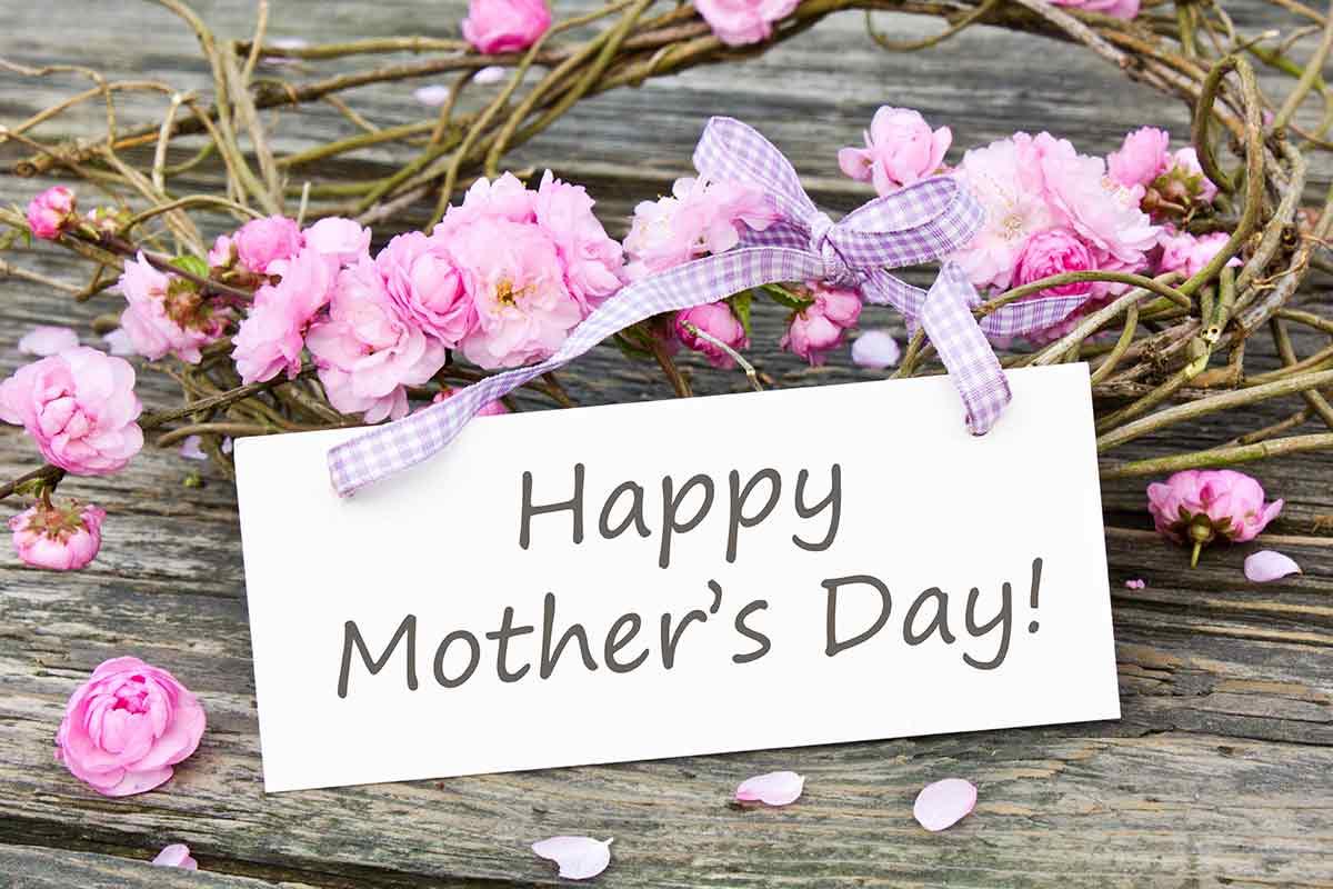 Muttertagssprüche mit Blumendekoration auf Englisch