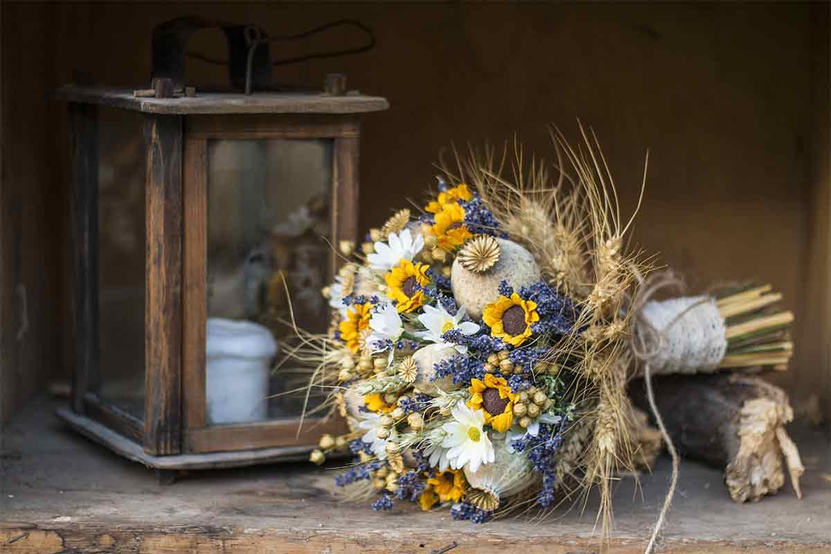 Strauß mit getrockneten Blumen