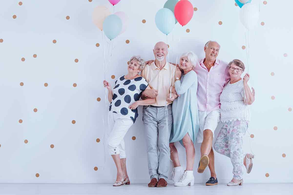 Senioren freuen sich über schöne Geburtstagssprüche