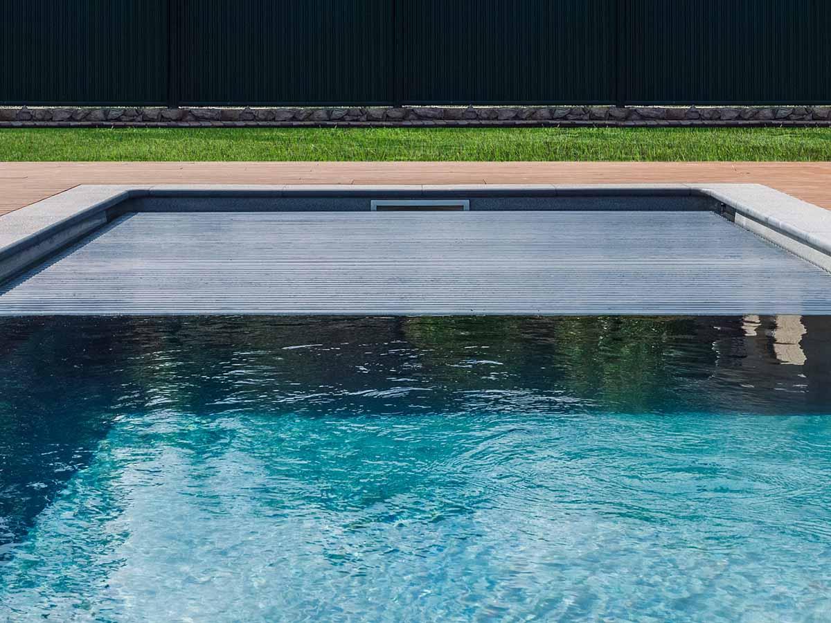 GfK-Pool mit Abdeckung