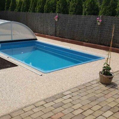 Rechteckiger GfK-Pool mit passender Abdeckung