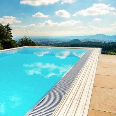 Beeindruckendes GfK-Becken mit toller Aussicht