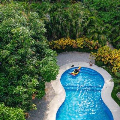 Moderner Pool für den eigenen Garten
