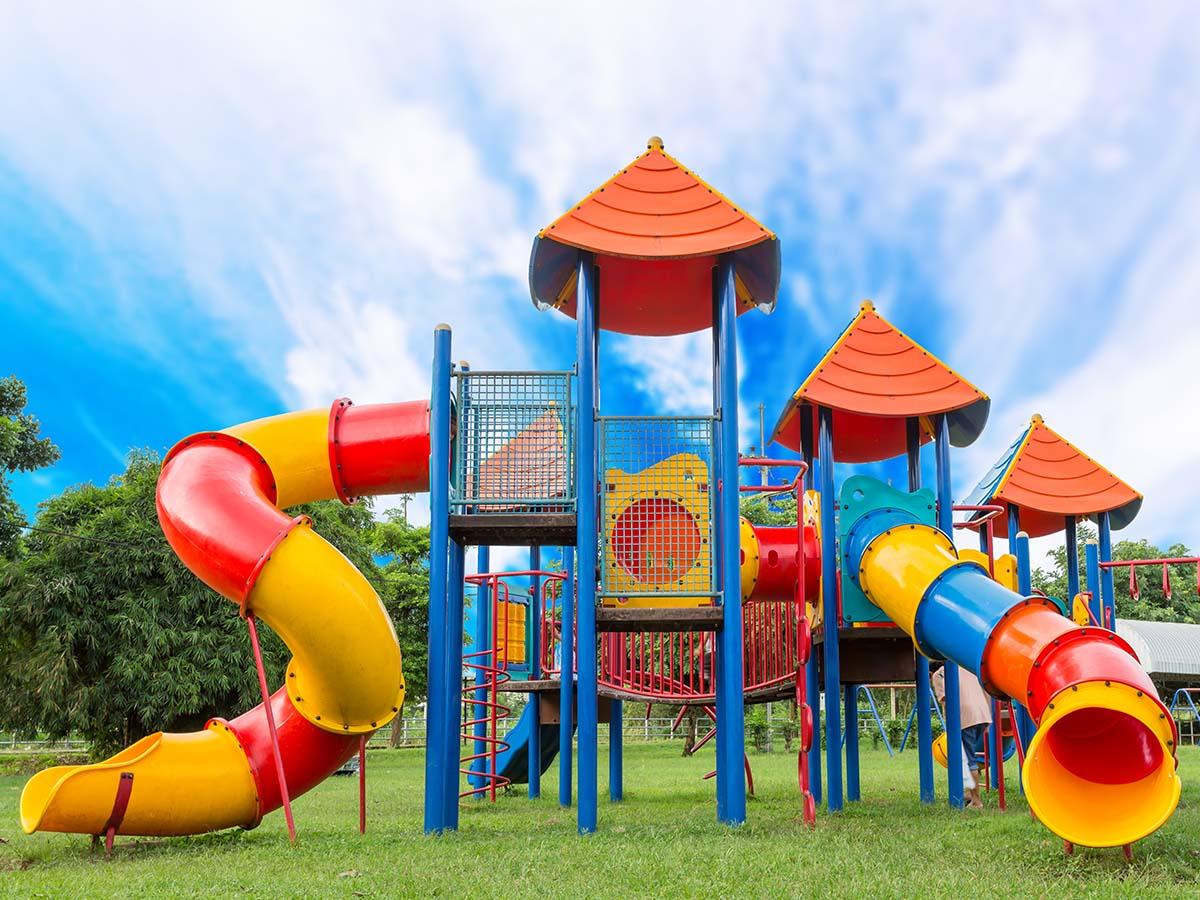 Großer Abenteuerspielplatz für Kinder
